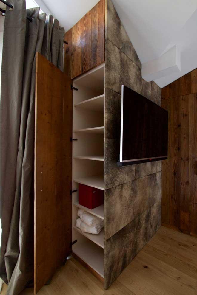Schlafzimmer Regal in Dachschräge