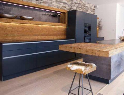 Küche mit Holz