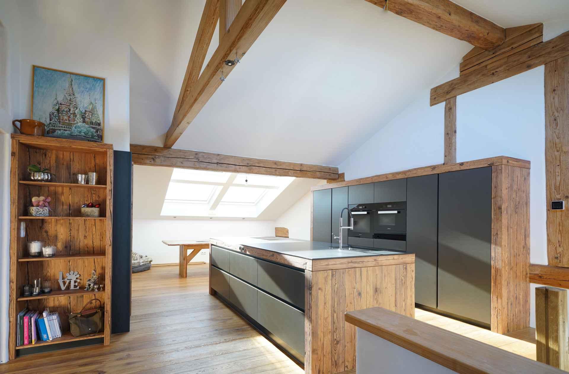 Sendlhofer Küche anthrazit mit Altholz
