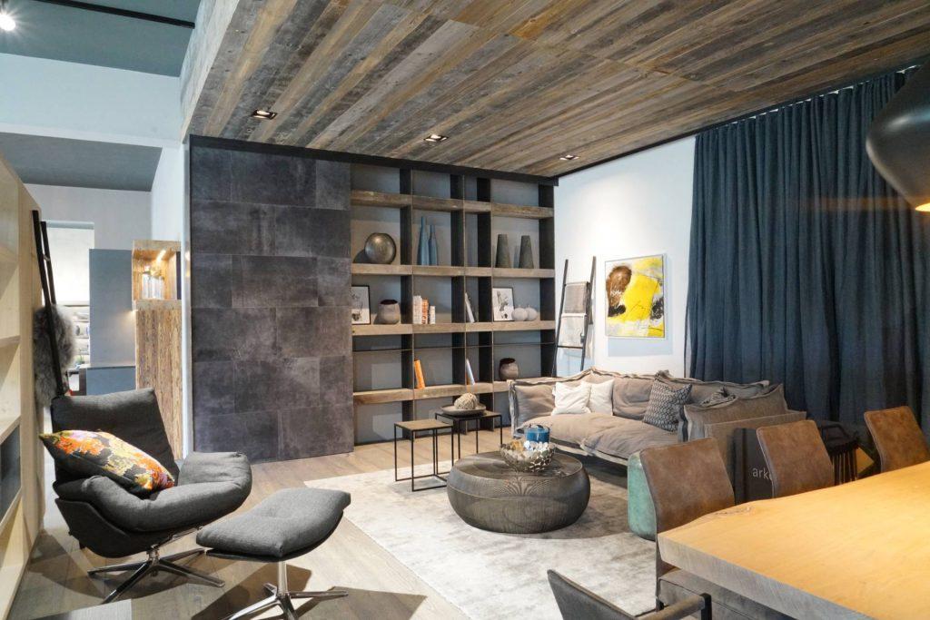 Wohnzimmerdesign mit Leder, COR Cordial Lounger, Lederschiebetüre