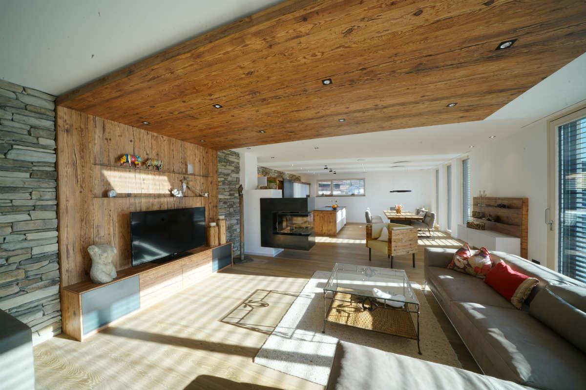 Design & Tradition: Möbel mit Altholz von Sendlhofer Salzburg
