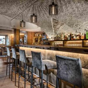 Restaurant Aurum in Gastein, Altholz mit Hirschleder, Gewölbe, Bar