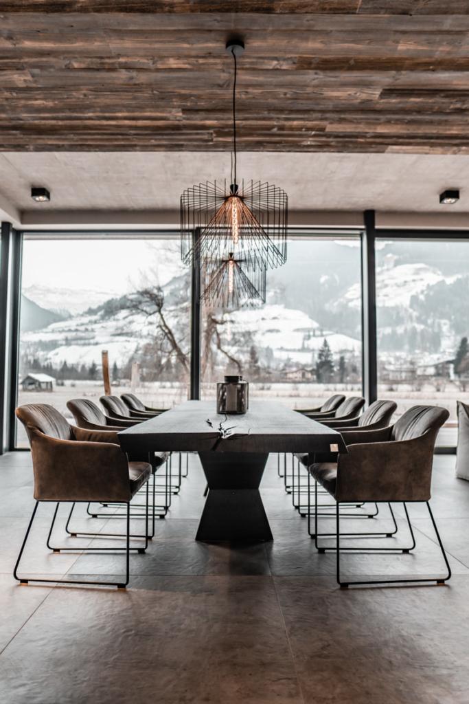 Tisch rustikal, Vollholztisch geköhlt, Essplatz modern und zeitlos