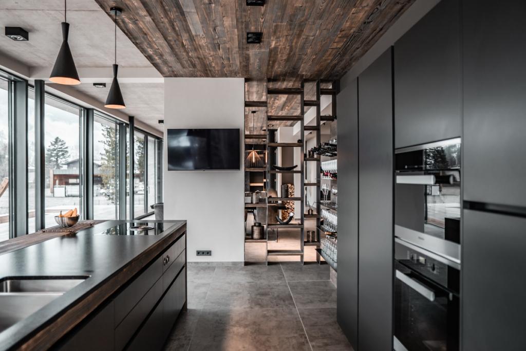 Raumtrennung, Holz und Eisen, modernes Küchendesign