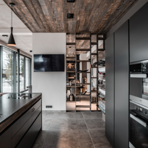 graue Küche, Raumtrenner Altholz, Granitplatte, Insel mit Bora Kochfeld, Miele Geräte, Salzburg, Bar, Kochinsel