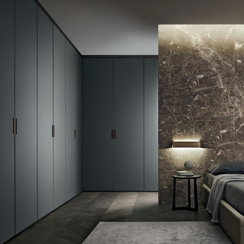 Rimadesio Schrankverbau in grau , Wand in Marmor, exklusives Schlafzimmer